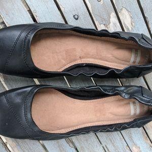 NWOT Women's Toms Black Leather Flats Size 7M